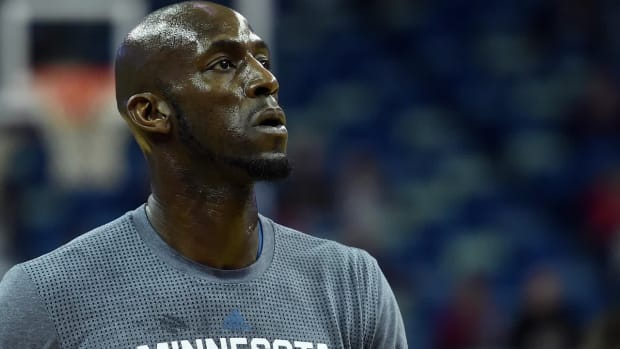Tyronn Lue: Kevin Garnett has a coaching spot with Cavaliers - IMAGE