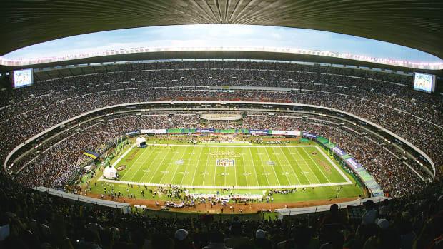 nfl-mexico-city-raul-allegre.jpg