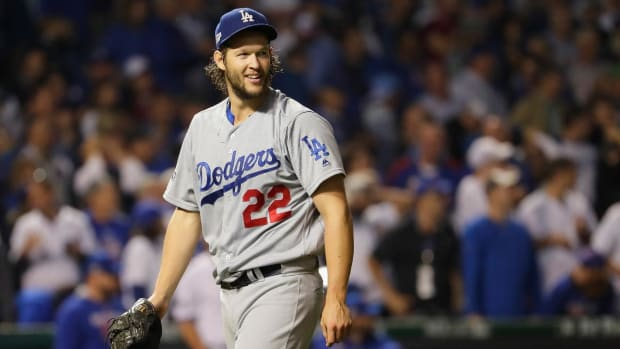 Clayton Kershaw dominates Cubs at Wrigley, even NLCS 1-1--IMAGE