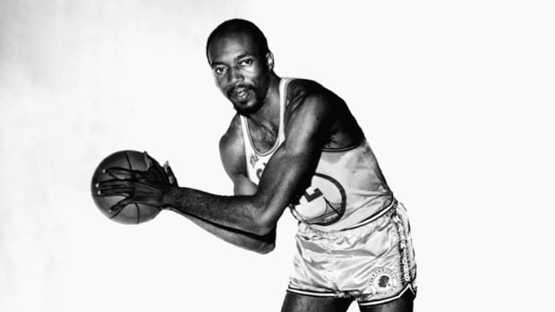 Hall of Famer Nate Thurmond passes away at 74 --IMAGE