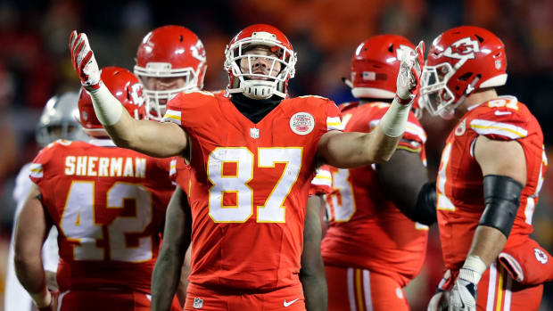 Travis-kelce-chiefs-raiders.jpg