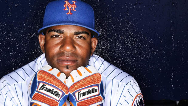 Yoenis Cespedes will eat his $7,000 pig--IMAGE