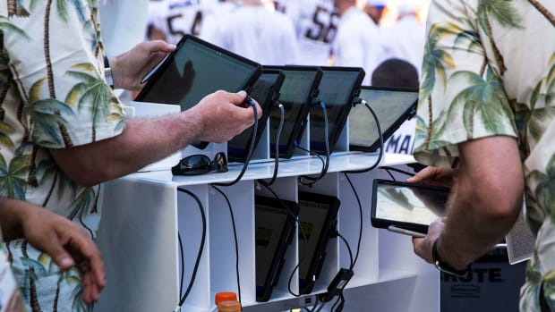 college-football-in-game-video-technology.jpg