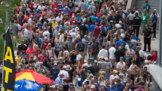 indy-500-carb-day-crowd.jpg