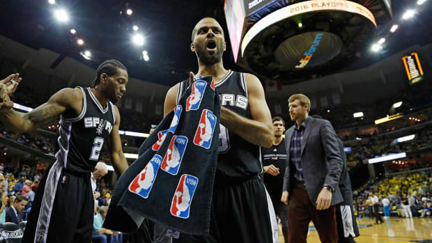 Tim Duncan nearing history as Spurs sweep Grizzlies - IMAGE