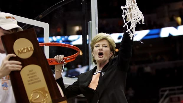 Sports world reacts to passing of coaching legend Pat Summitt - IMAGE