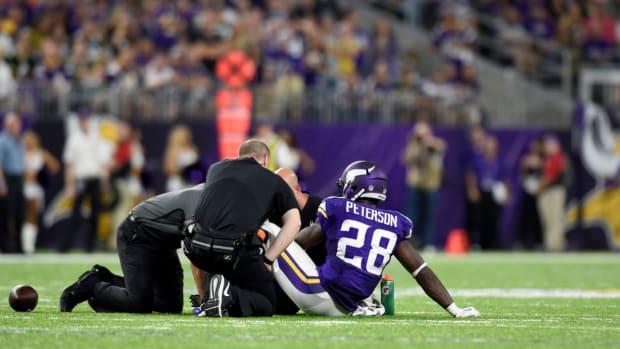 adrian-peterson-knee-injury-vikings.jpg