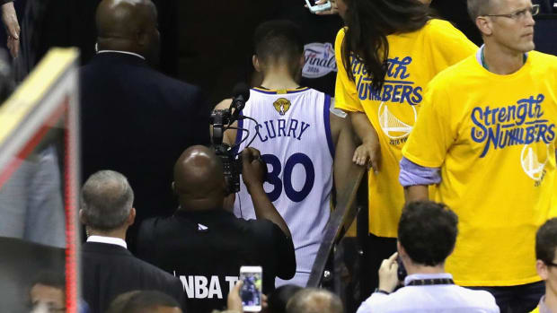 Stephen Curry reveals what we he wanted to say to LeBron after Game 7--IMAGE