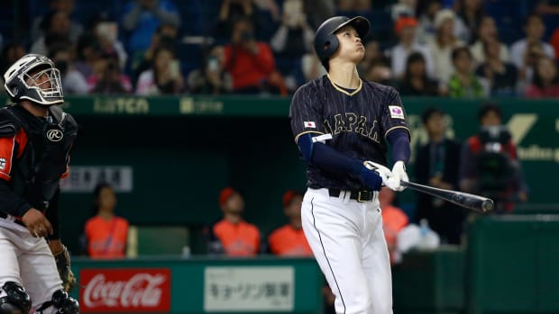 shohei-otani-japan-baseball-hit-roof-tokyo-dome-video.jpg