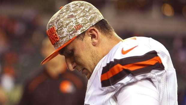 Judge signs order keeping Johnny Manziel away from ex-girlfriend -- IMAGE