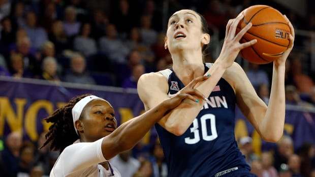ncaa-womens-tournament-march-madness-uconn.jpg