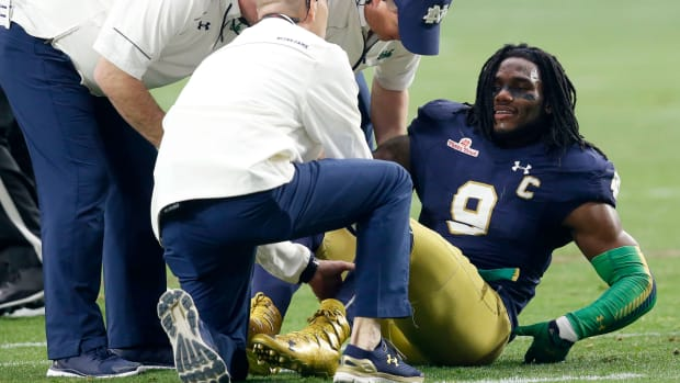 jaylon-smith-notre-dame-knee-injury-fiesta-bowl.jpg