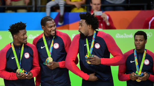 usa-basketball-gold-medal-nba-players-congratulate.jpg