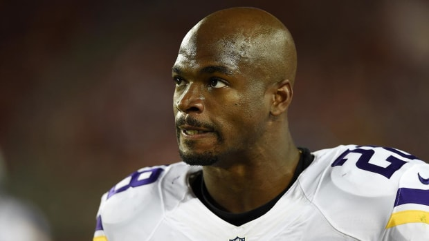 Appeals court rules in favor of NFL in Adrian Peterson case - IMAGE