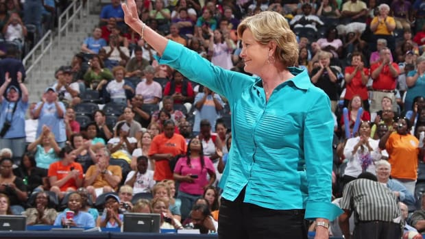 Family of former Tennessee coach Pat Summitt 'preparing for worst' --IMAGE