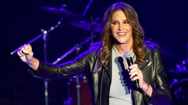 Caitlyn Jenner to publish memoir in 2017 about her transformation - IMAGE