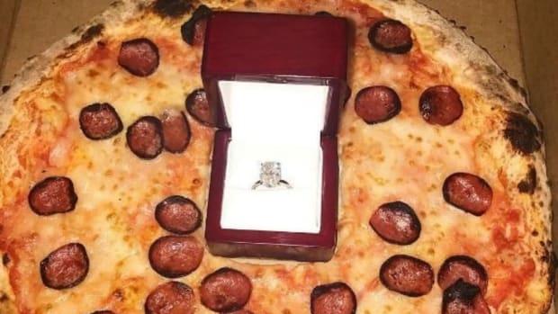 erik-karlsson-pizza-proposal.jpg