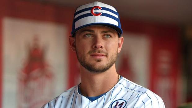 kris-bryant-swims-with-sharks-video-chicago-cubs.jpg