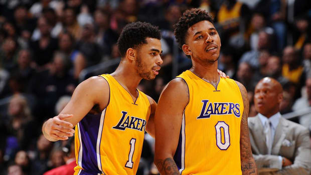 D'Angelo Russell mocks his cell phone troubles in new commercial - IMAGE