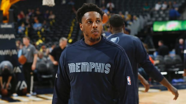 Grizzlies' Mario Chalmers suffers non-contact leg injury vs. Celtics--IMAGES