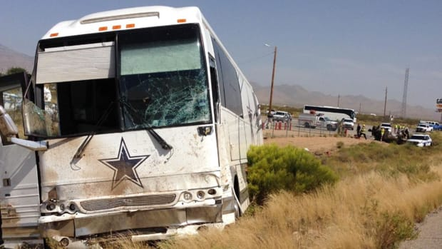 Dallas Cowboys bus involved in fatal Arizona crash IMAGE