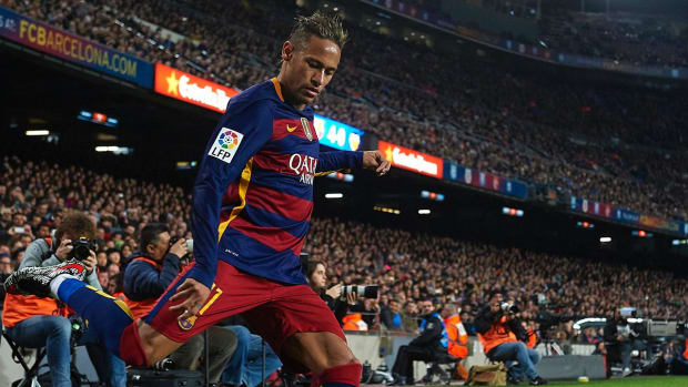 Report: Neymar signed new five-year deal with Barcelona -- IMAGE