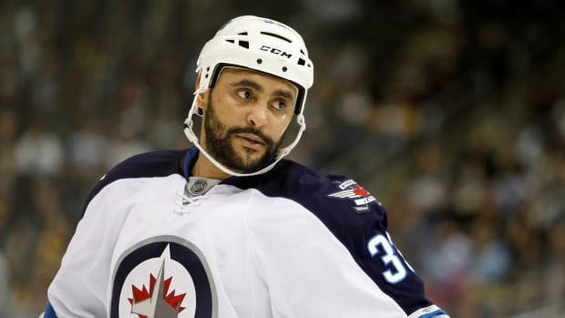 jets-dustin-byfuglien-contract-extension.jpg
