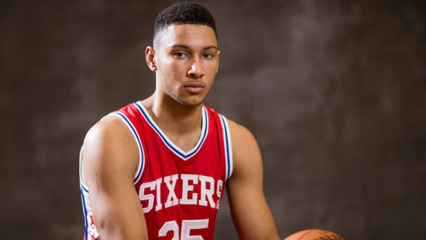 Sixers' Ben Simmons has fracture in right foot---IMAGE