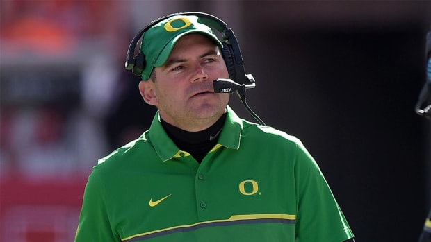 Oregon fires head coach Mark Helfrich - IMAGE