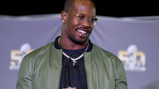 Report: Von Miller, Antonio Brown join cast of 'Dancing With the Stars' -- IMAGE