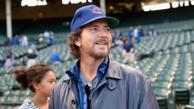 eddie-vedder-seventh-inning-stretch-cubs-world-series-video.jpg