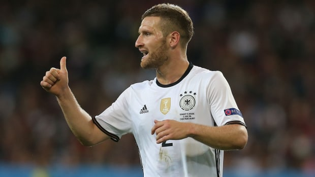 mustafi-arsenal-transfer-rumors.jpg