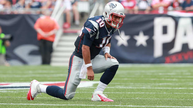 Report: Jimmy Garoppolo may miss six weeks with shoulder injury - IMAGE