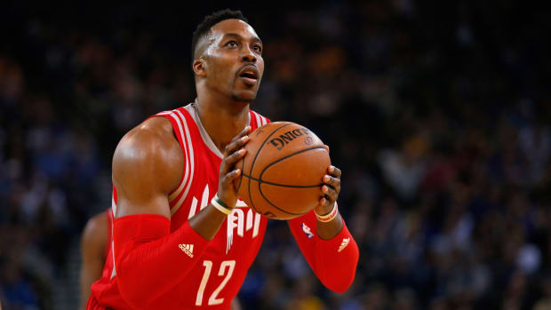 dwight-howard-signs-free-agent-contract.jpg