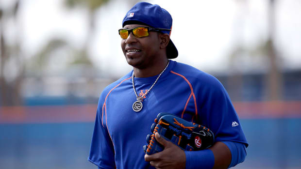 yoenis-cespedes-bike-tricycle-gift-mets.jpg