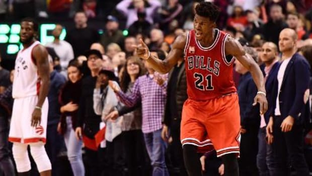 Jimmy Butler breaks Michael Jordan's Bulls record for points in a half--IMAGE