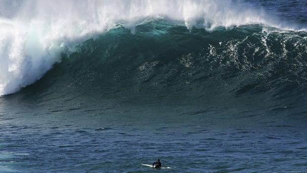 pipeline-surfing-the-weekender-960.jpg