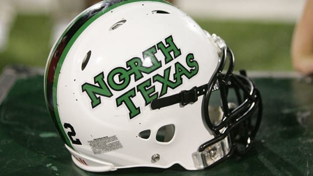 troy-reffett-new-assistant-coach-safeties-north-texas-mean-green-cfb.jpg