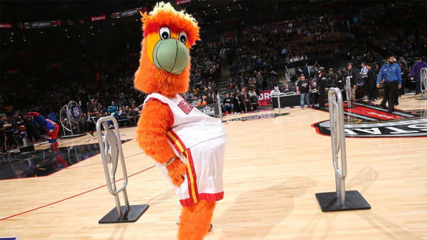 Watch: Heat mascot botches jump, lands on other mascots, celebrates--IMAGES