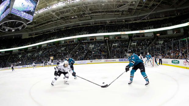mexico-city-reportedly-wants-to-host-nhl-exhibition-games.jpg