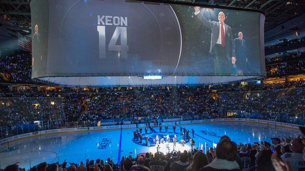 toronto-maple-leafs-dave-keon-number-retired.jpg