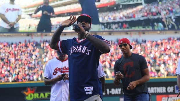 LeBron rallies Indians fans before ALDS Game 2 -- IMAGE