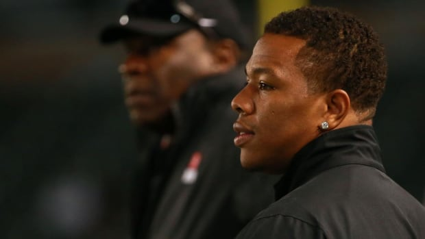 Ray Rice promises to donate salary to domestic violence causes if signed by NFL team - IMAGE
