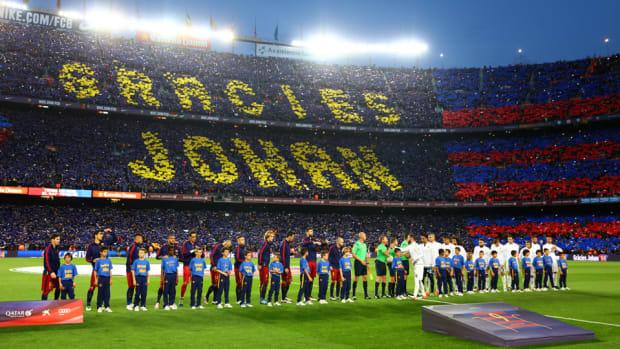 johan-cruyff-tribute-barcelona.jpg