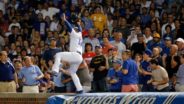 anthony-rizzo-wall-catch-cubs.jpg