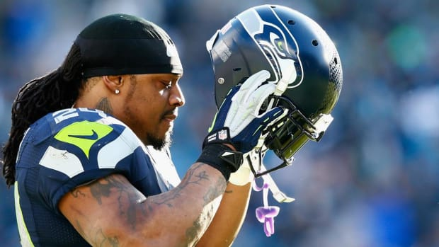 Report: Marshawn Lynch told two ex-teammates he might return in 2016 -- IMAGE