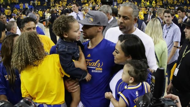 golden-state-warriors-riley-stephen-curry.jpg