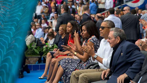 barack-obama-cuba-baseball-wave-video.jpg