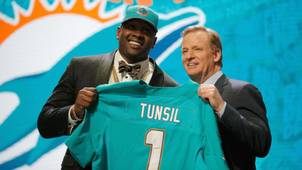 laremy-tunsil-contract-miami-dolphins.jpg
