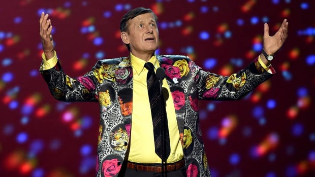 Craig Sager accepts Jimmy V award at ESPYs - IMAGE